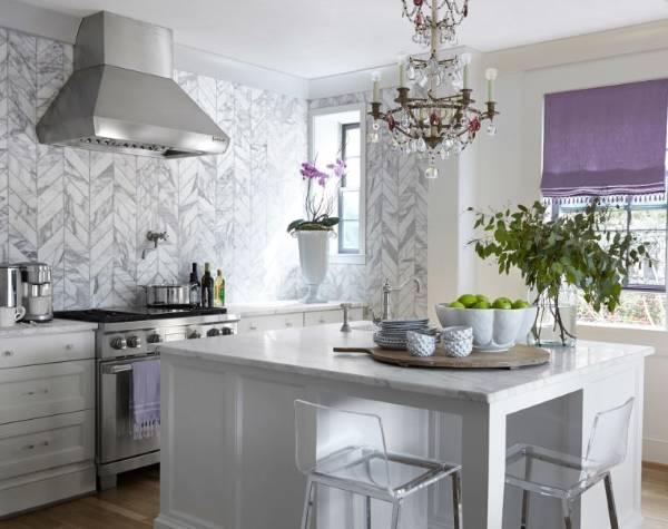 Интересные идеи для кухни - плитка и шторы