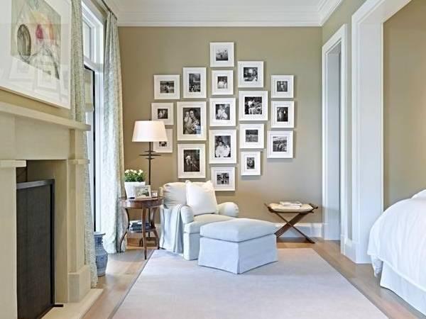 Черно-белые фотографии на стене в интерьере