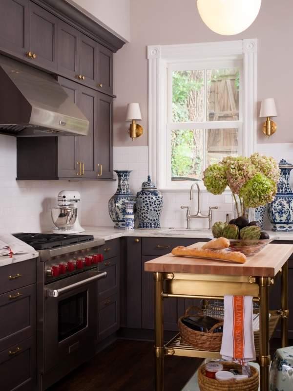Самые красивые кухни в интерьере - фото в классическом стиле