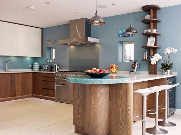 Необычные кухни - дизайн фото с барной стойкой