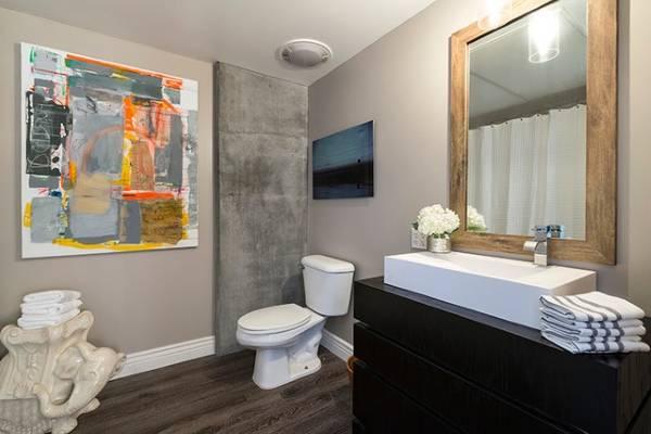 Креативный дизайн ванной в стиле лофт
