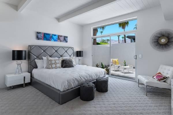Классическая кровать с мягким изголовьем в стиле luxury