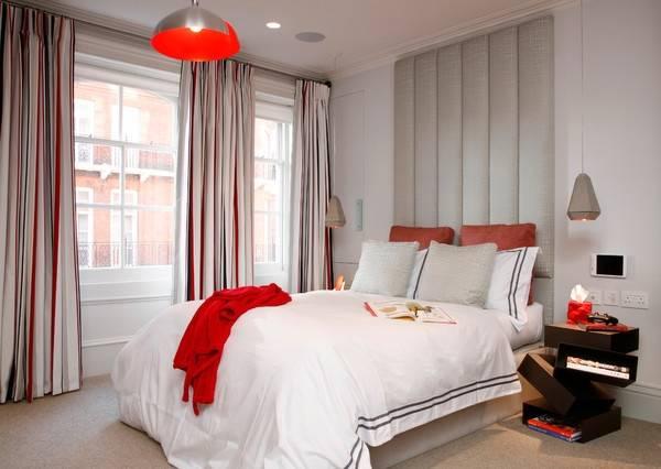 Кровать с высоким мягким изголовьем - фото в современном стиле