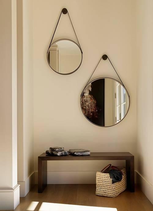 Круглые зеркала в прихожую - фото дизайн в современном стиле