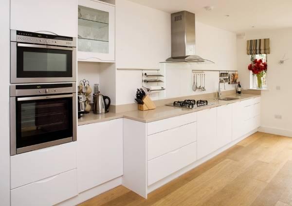 Красивые рейлинги для кухни в интерьере - 25 идей с фото