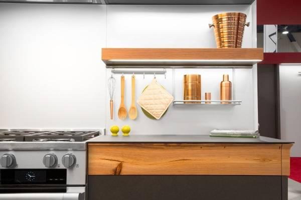 Стильные современные аксессуары для рейлингов на кухню - фото