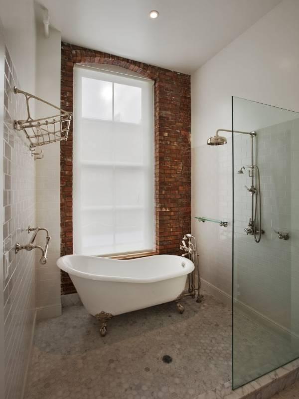 Ванная в стиле лофт - маленькая площадь с ванной и душем