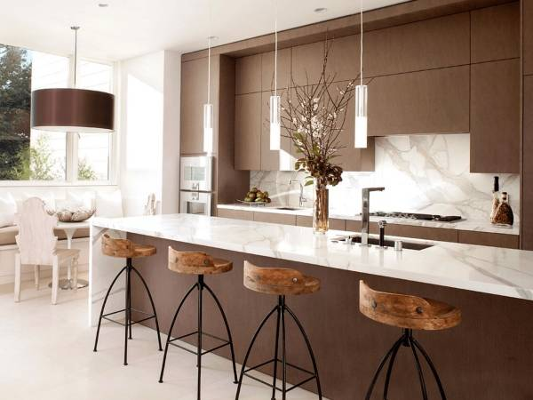 Стильные кухни в интерьере - фото с барной стойкой и матовой мебелью