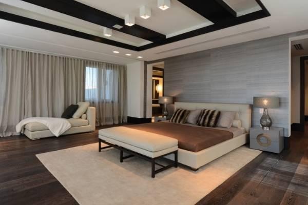 Деревянная двуспальная кровать с мягким изголовьем и обивкой