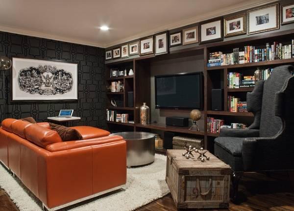 Идея как повесить фотографии на стену в гостиной