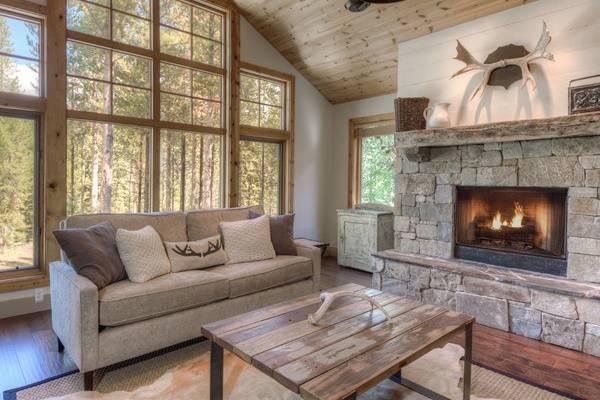 Серые осенние мотивы в интерьере - фото частного дома