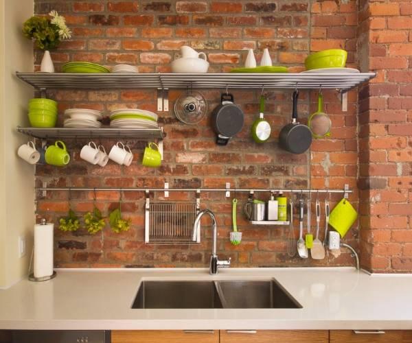 Яркие аксессуары для кухни навесные на рейлинг - фото