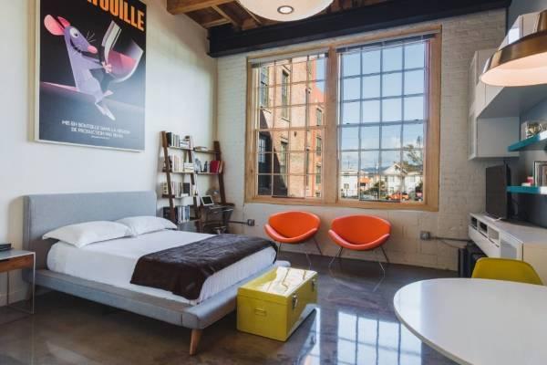 Кровати двуспальные с мягким изголовьем - фото в стиле лофт
