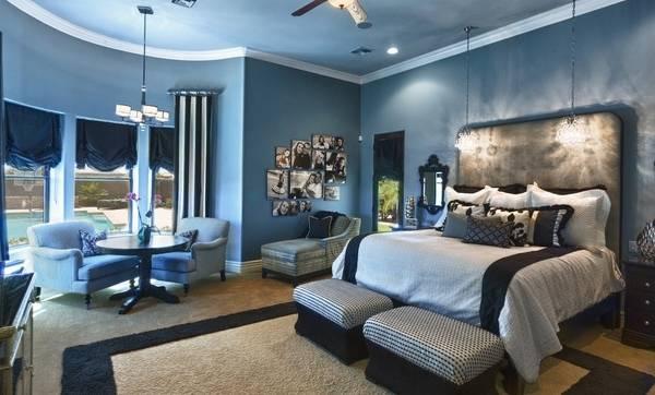 Как повесить фото на стену в интерьере - дизайн спальни