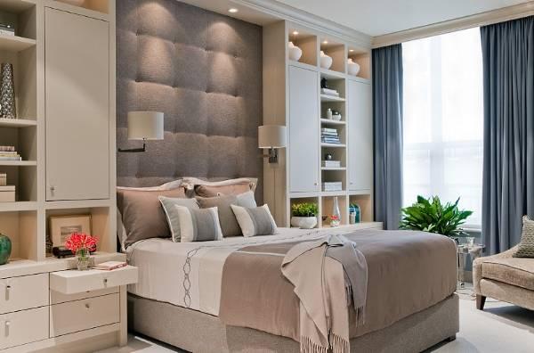 Кровать с высоким мягким изголовьем бежево-серого цвета