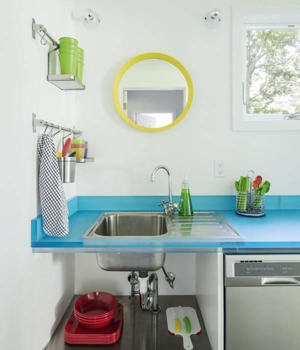 Компактные рейлинговые системы для кухни над мойкой