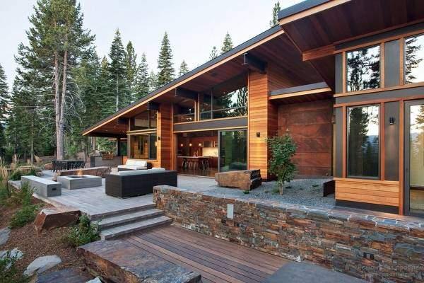 Хайтек дом из сип панелей с отделкой деревом и металлом