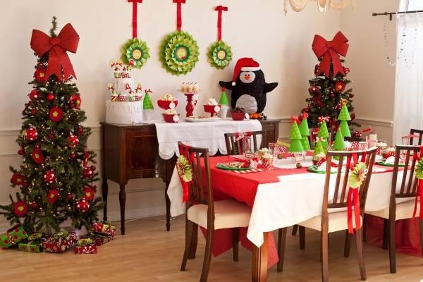 Украшение новогоднего стола на год Петуха