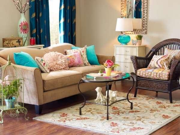 Диванные подушки в дизайне интерьера гостиной