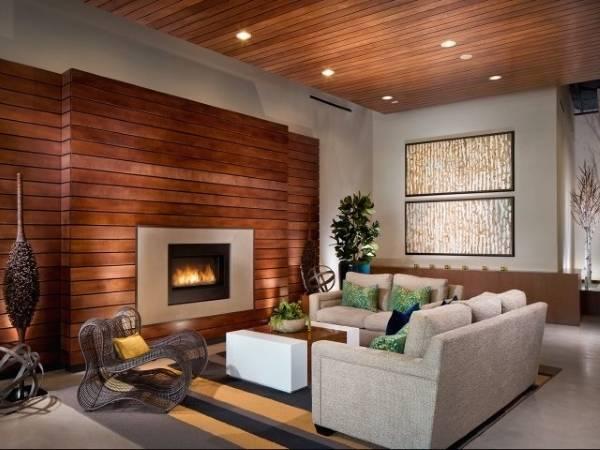Декоративная отделка стен деревом - доски на стене с камином