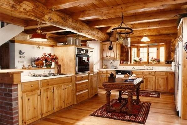Интерьер кухни деревянного дома - фото из дерева