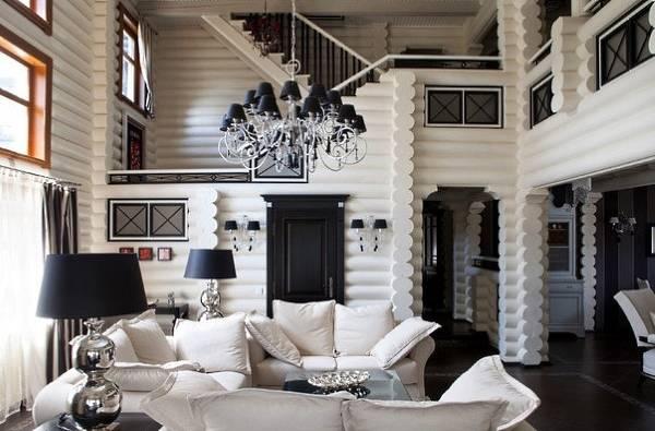 Черно-белый интерьер деревянного дома и бревен - фото внутри