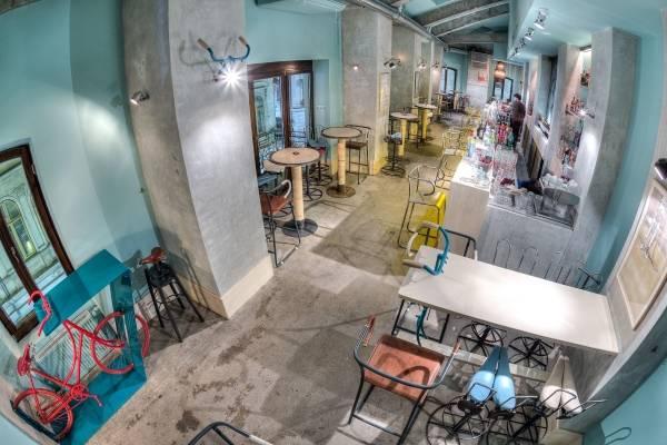 Интерьер кафе бара в креативном молодежном стиле