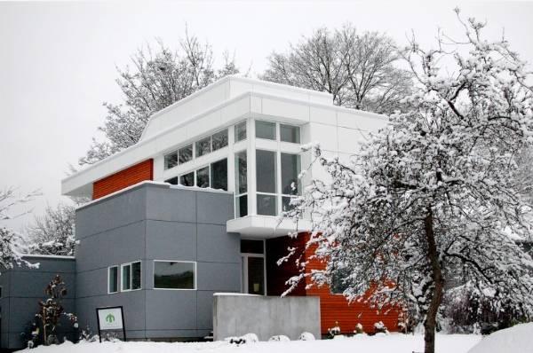 Дизайн частного дома в стиле хай тек и разных цветах