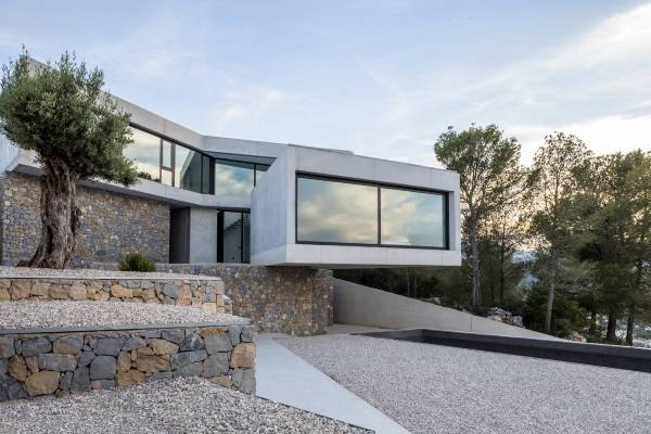 Строительство дома в стиле хай тек и бетона и камня