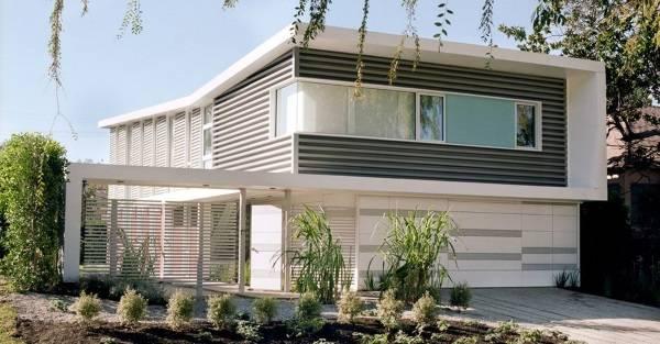 Фасад двухэтажного дома в стиле хай тек