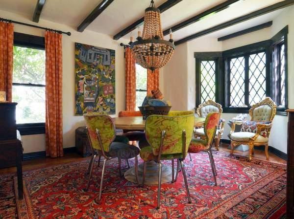 Индийский дизайн интерьера с эклектичной мебелью