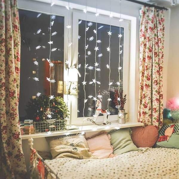 Украшение окна на Новый год светодиодными гирляндами