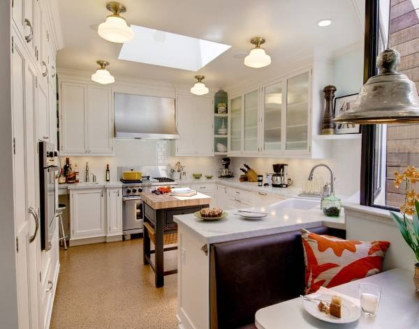 Как выделить обеденную зону на кухне декором и светильниками