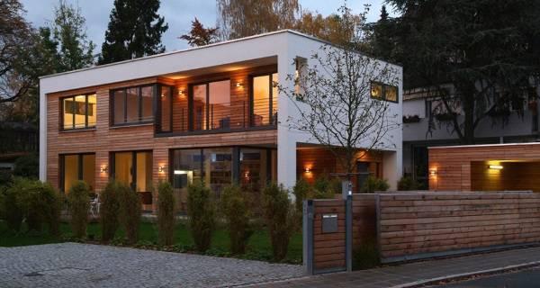 Большой двухэтажный дом в стиле хайтек