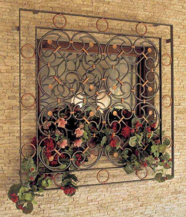 Кованые оконные решетки с дизайне частного дома