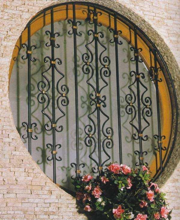 Металлические оконные решетки кованые - экстерьер дома