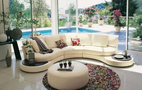 Модные овальные ковры на пол - фото в гостиной