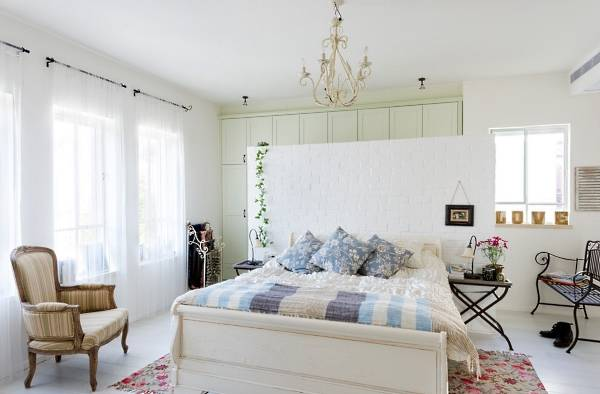 Светлая спальня в стиле прованс и красивых тонах