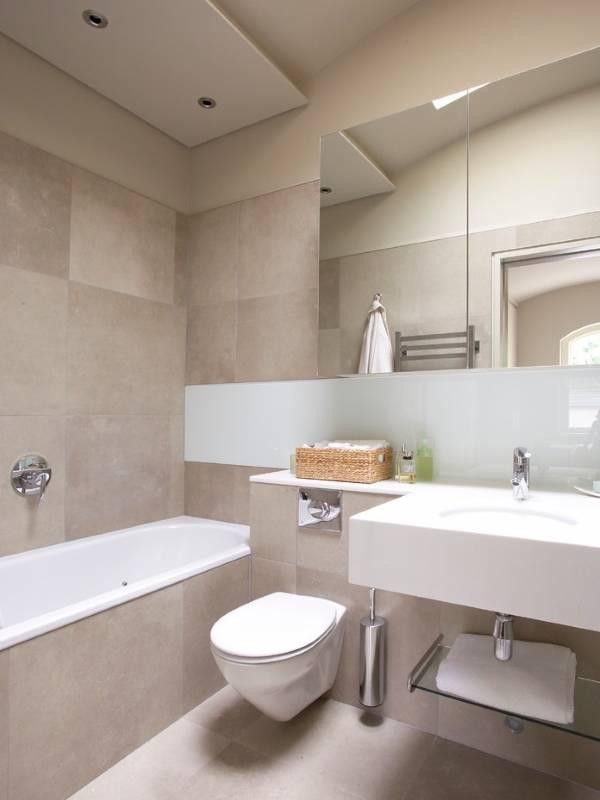 Интерьер совмещенного санузла с ванной