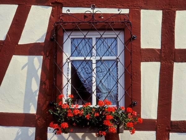 Виды решеток на окна - кованые декоративные