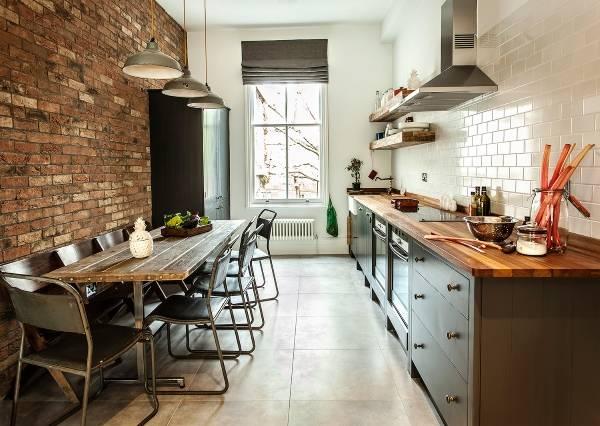 Обеденная зона на кухне в стиле лофт - фото интерьера