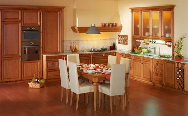 Интерьер обеденной зоны на кухне - фото стола со стульями