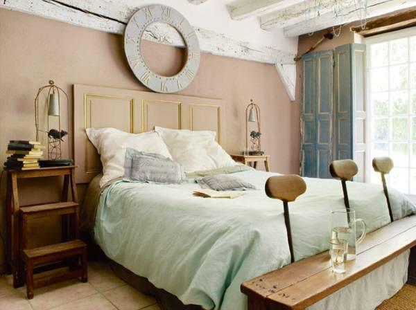Маленькая спальня в стиле прованс - фото креативного интерьера