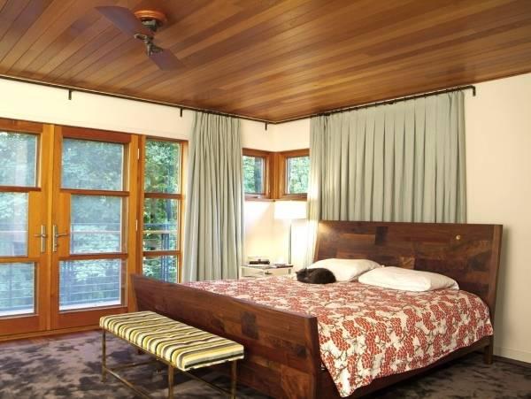 Зеленые шторы в спальню - фото новинки 2016