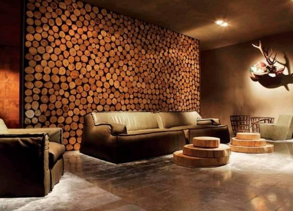 Отделка стен под дерево - спил и сруб в интерьере гостиной