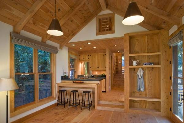 Интерьер деревянного дома из бруса внутри - фото кухни гостиной