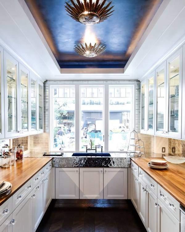 Синий матовый потолок со светодиодной подсветкой