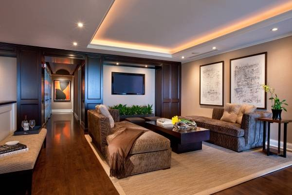Какую светодиодную ленту выбрать для подсветки потолка - фото в гостиной