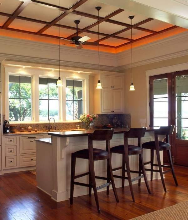 Подсветка потолка на кухне светодиодной лентой под плинтусом