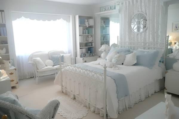 Бело-голубая спальня в стиле прованс - фото интерьер
